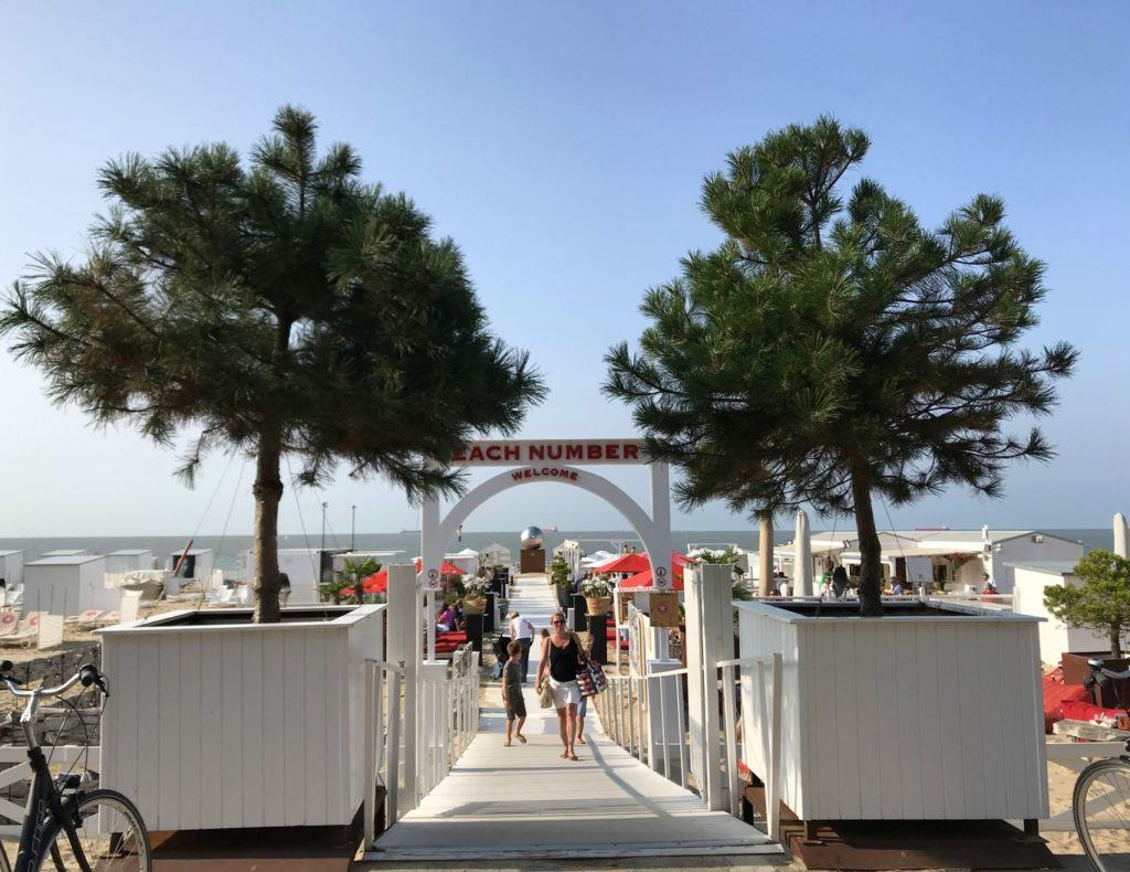 A beach bar along the promenade in Knokke-Heist